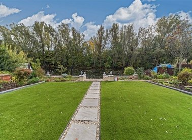 Temple Gardens, Staines-Upon-Thames, TW18