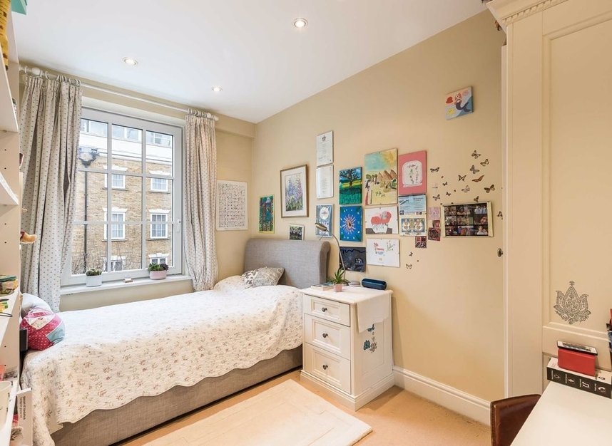 Properties for sale in Admiral Square - SW10 0UU view4
