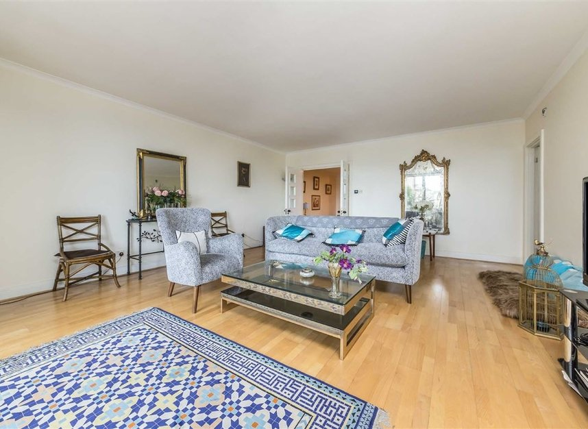 Properties for sale in Anhalt Road - SW11 4PD view5