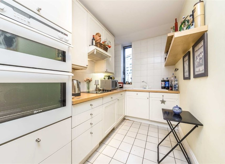 Properties for sale in Anhalt Road - SW11 4PD view6