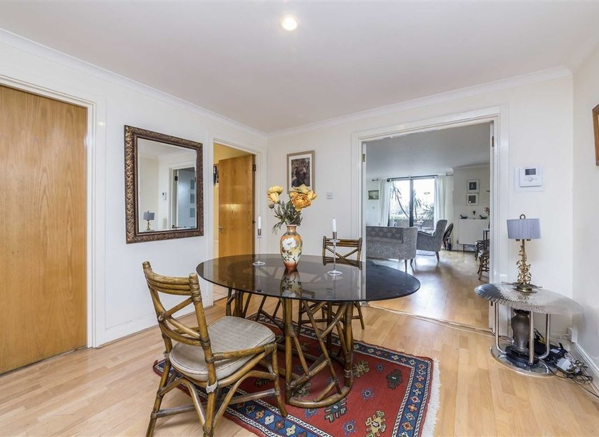 Properties for sale in Anhalt Road - SW11 4PD view4