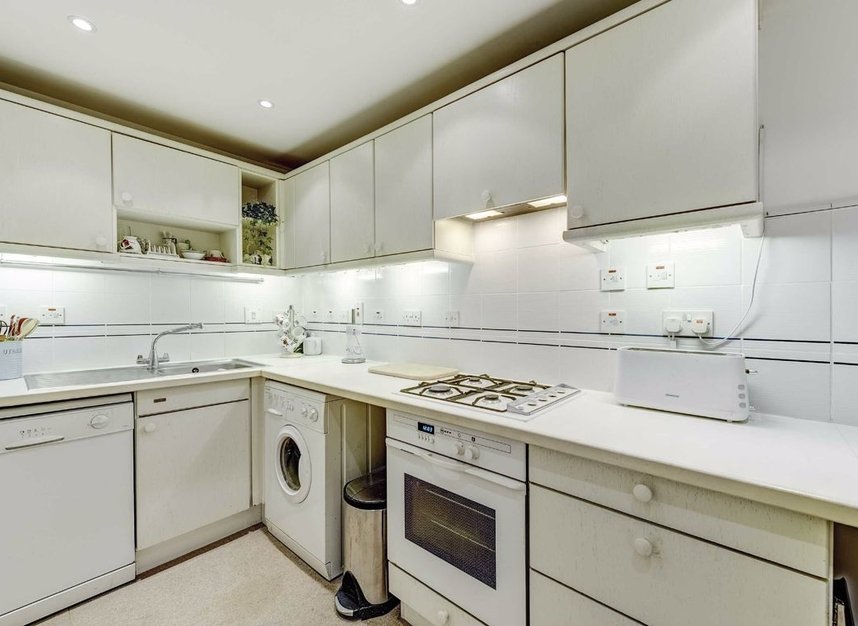 Properties for sale in Carlyle Court - SW10 0UQ view3