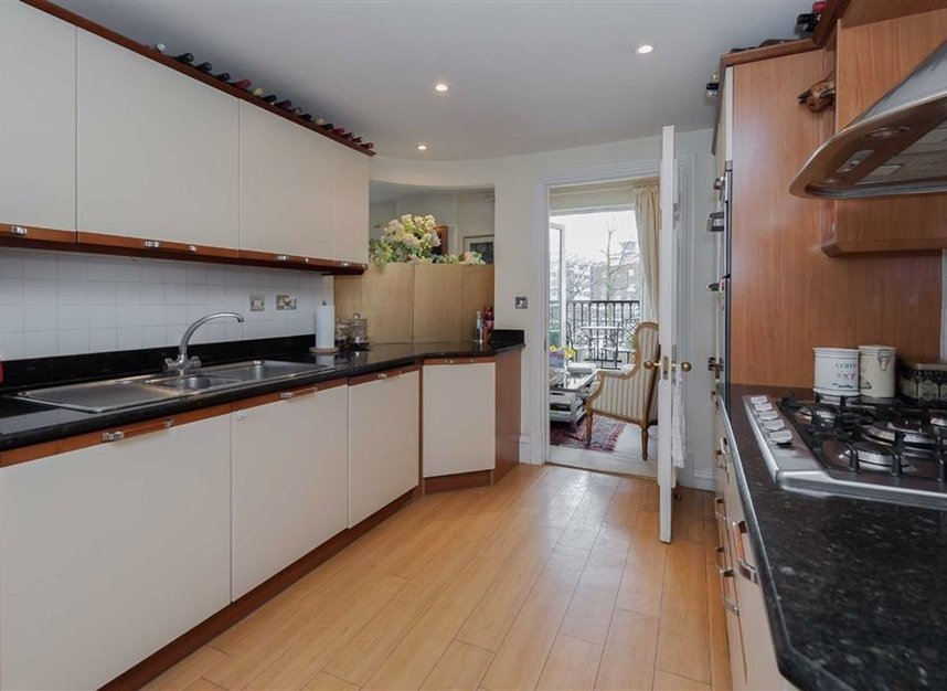 Properties for sale in Carlyle Court - SW10 0UQ view5