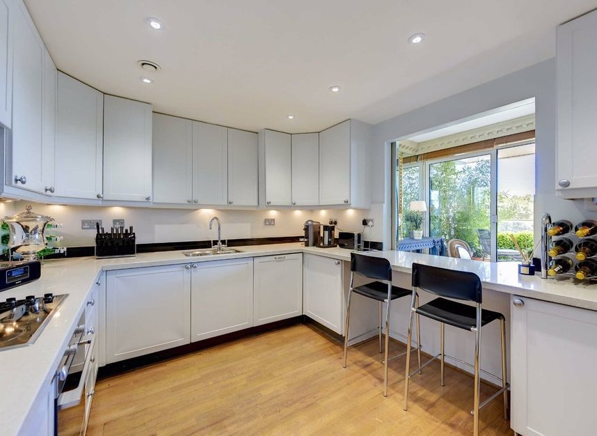 Properties for sale in Chelsea Crescent - SW10 0XB view4