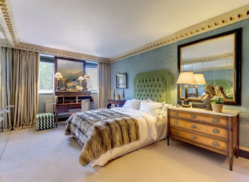 Properties for sale in Chelsea Crescent - SW10 0XB view3