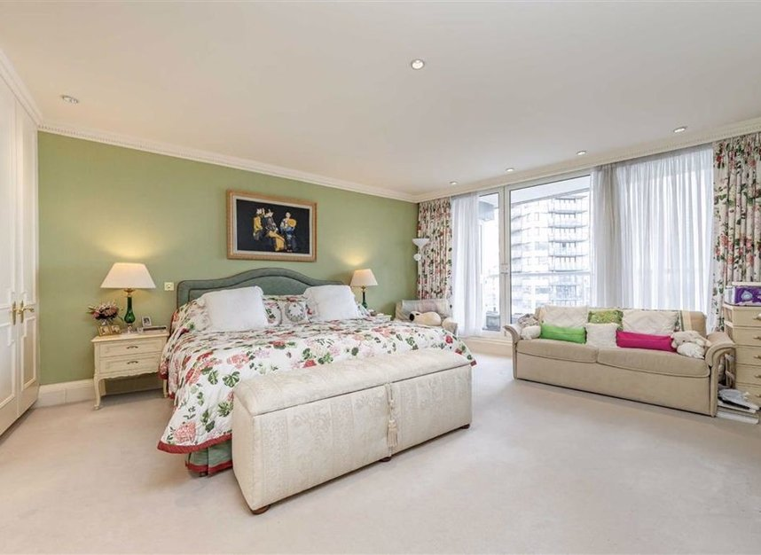 Properties for sale in Chelsea Crescent - SW10 0XB view5