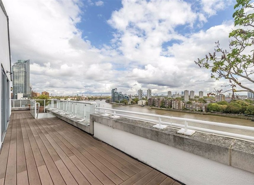 Properties for sale in Chelsea Crescent - SW10 0XB view6
