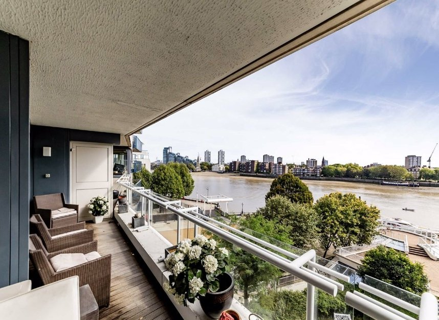 Properties for sale in Chelsea Crescent - SW10 0XB view1