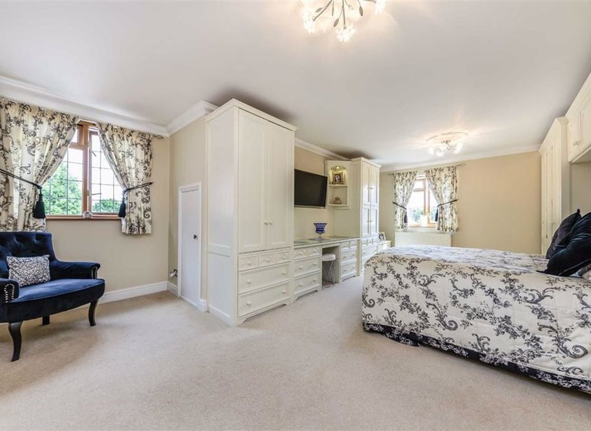 Properties for sale in Chertsey Lane - TW18 3LY view7