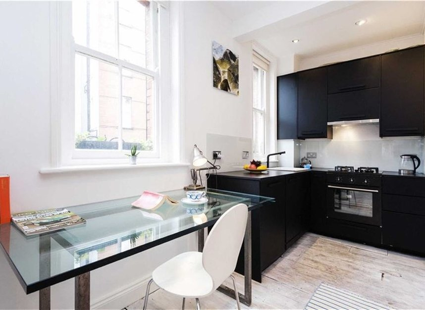Properties sold in Cheyne Row - SW3 5HR view4