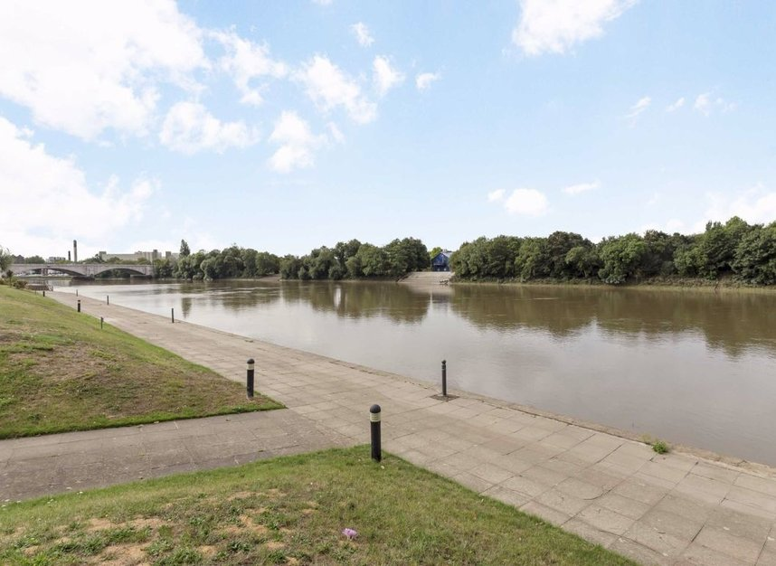 Properties for sale in Chiswick Quay - W4 3UR view1