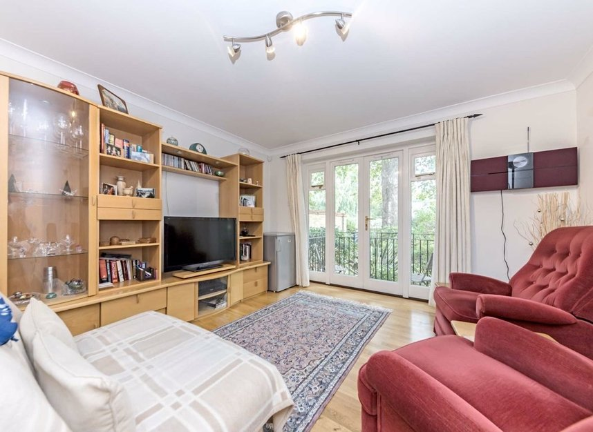 Properties for sale in Clevedon Road - TW1 2HU view2