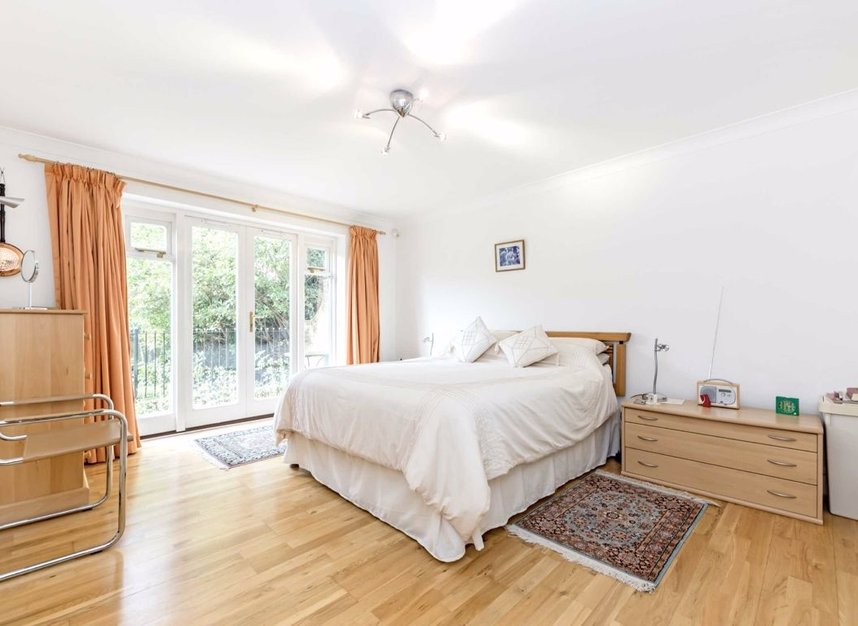 Properties for sale in Clevedon Road - TW1 2HU view6