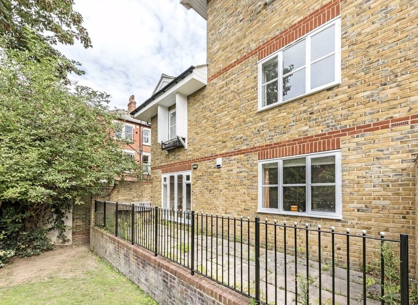 Properties for sale in Clevedon Road - TW1 2HU view8