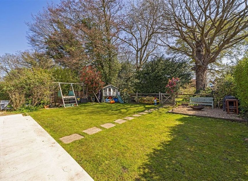 Properties for sale in Common Lane - KT15 3LL view7