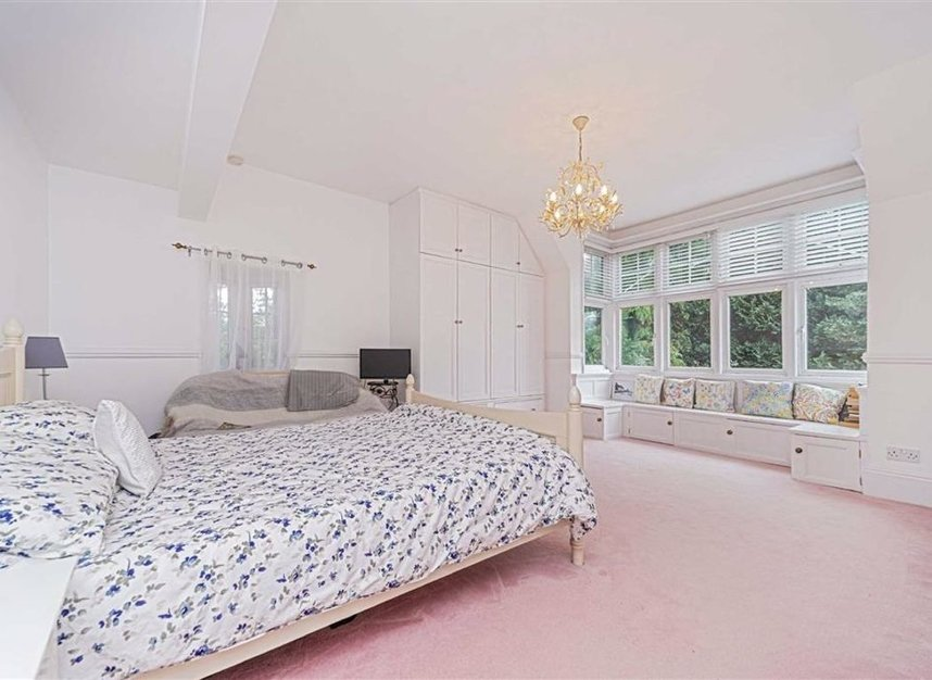 Properties for sale in Condor Road - TW18 1UG view6