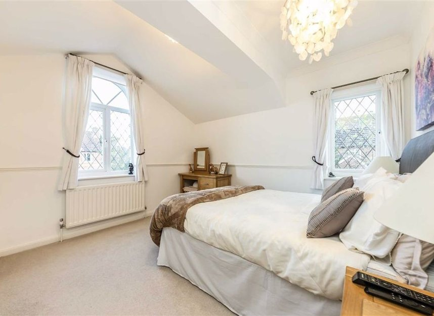 Properties for sale in Davis Road - KT13 0XH view6