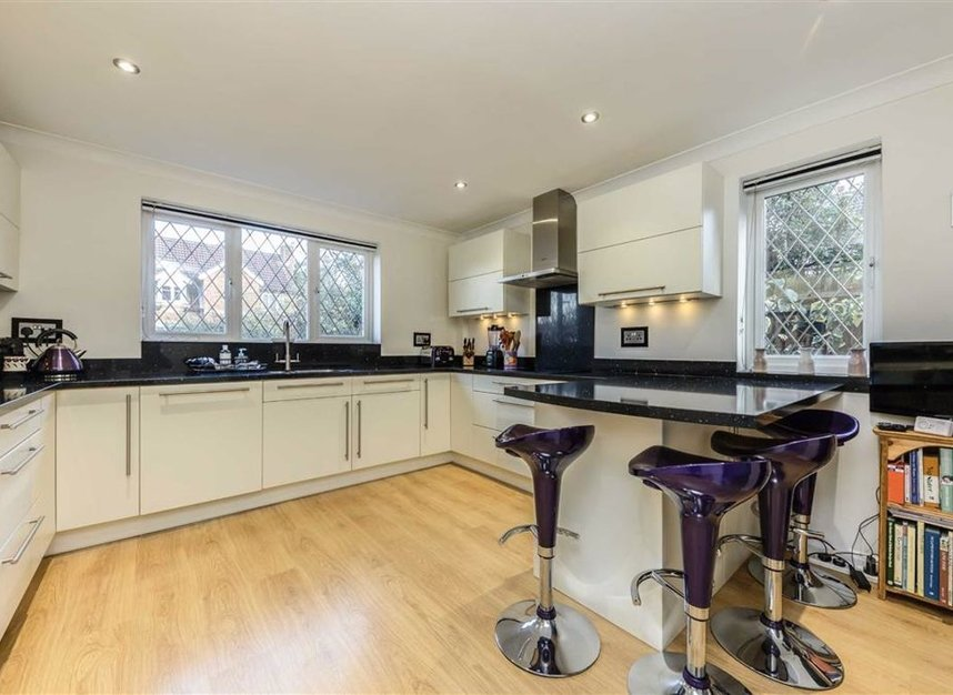 Properties for sale in Davis Road - KT13 0XH view3