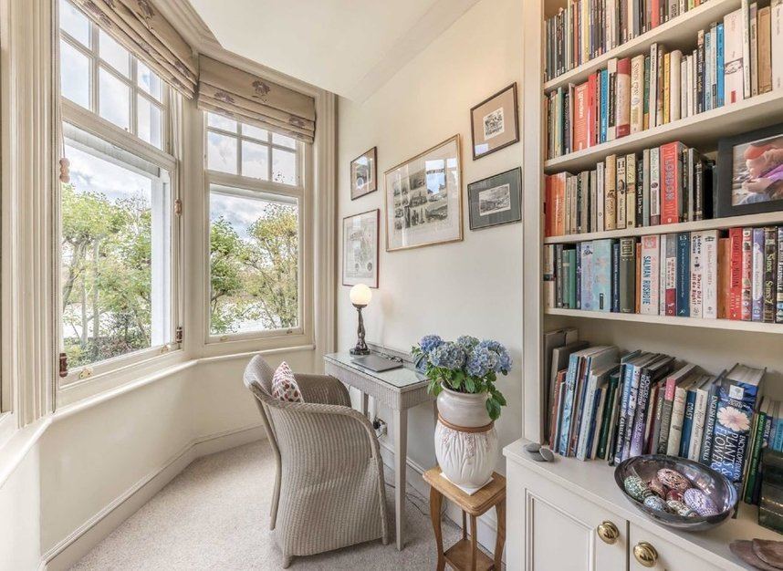 Properties for sale in Embankment Gardens - SW3 4LJ view2