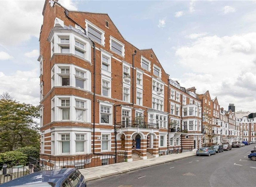 Properties for sale in Embankment Gardens - SW3 4LH view1