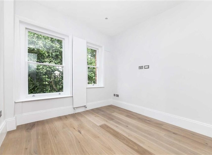 Properties for sale in Embankment Gardens - SW3 4LH view3