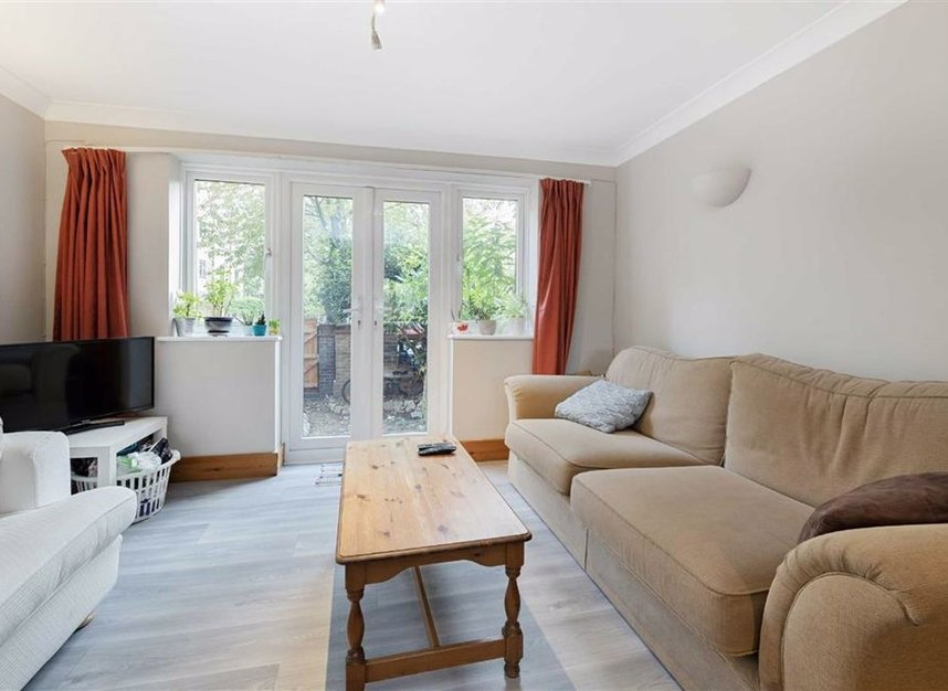 Properties for sale in Greenland Quay - SE16 7RW view2
