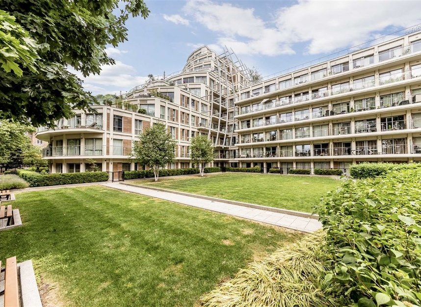 Properties for sale in Henry Macaulay Avenue - KT2 5FE view1
