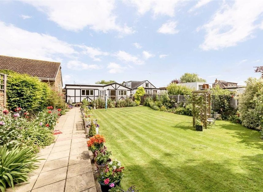 Properties for sale in Laleham Reach - KT16 8RR view1