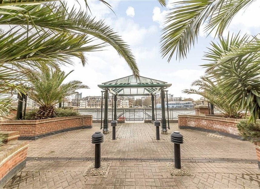 Properties for sale in Onega Gate - SE16 7PR view1