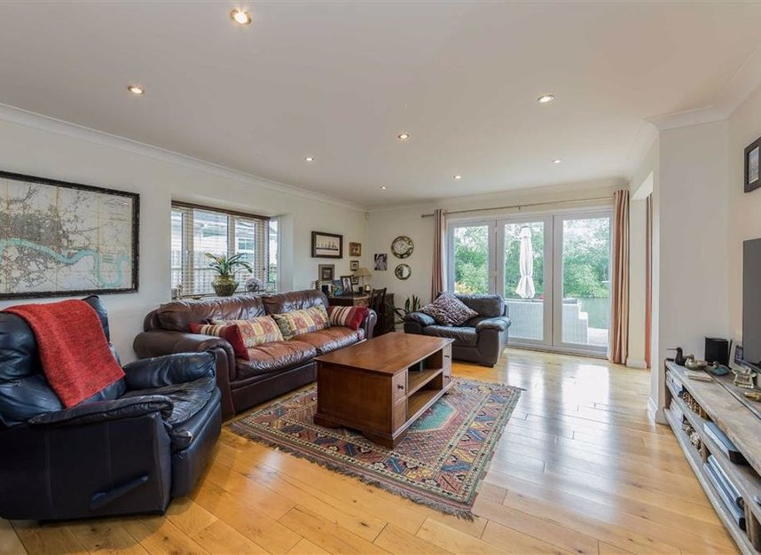 Properties for sale in Park Avenue - TW19 5ET view4
