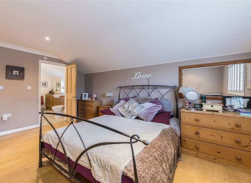 Properties for sale in Park Avenue - TW19 5ET view5