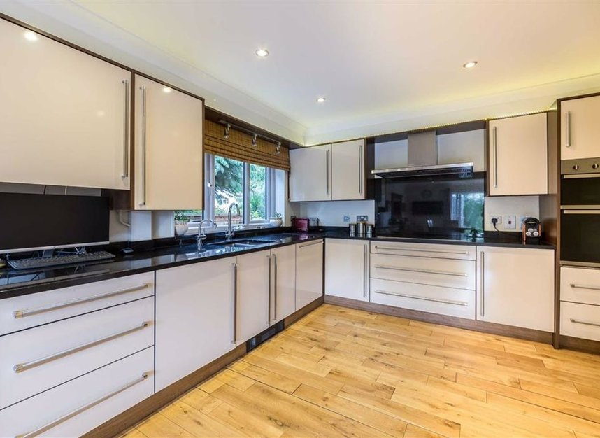 Properties for sale in Park Avenue - TW19 5ET view2