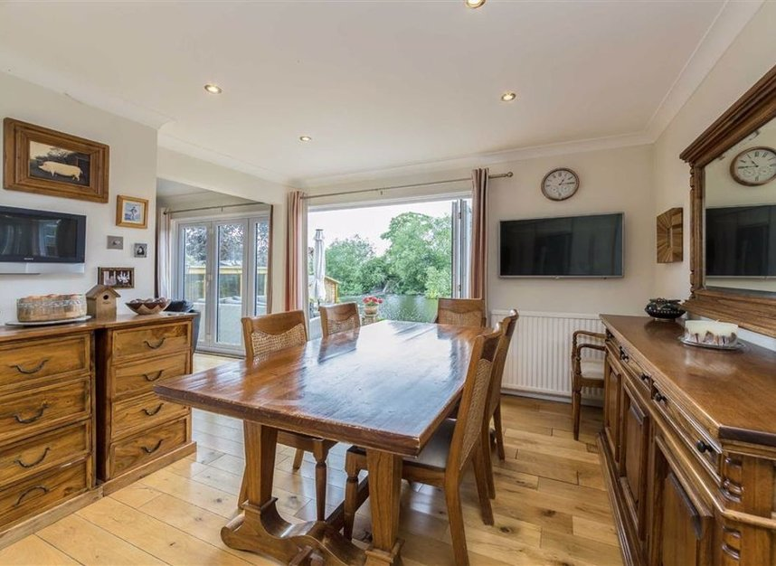Properties for sale in Park Avenue - TW19 5ET view3