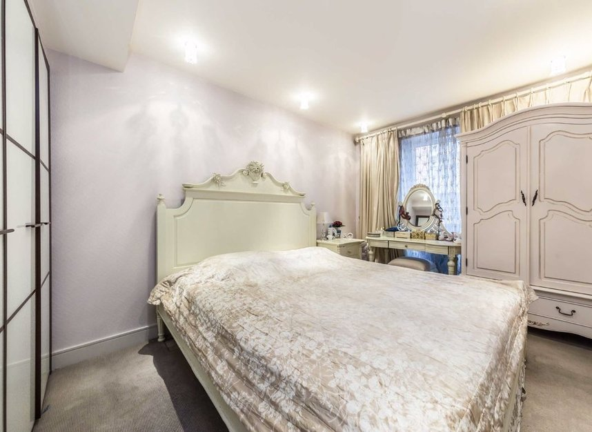 Properties for sale in Park Street - SW6 2FB view5