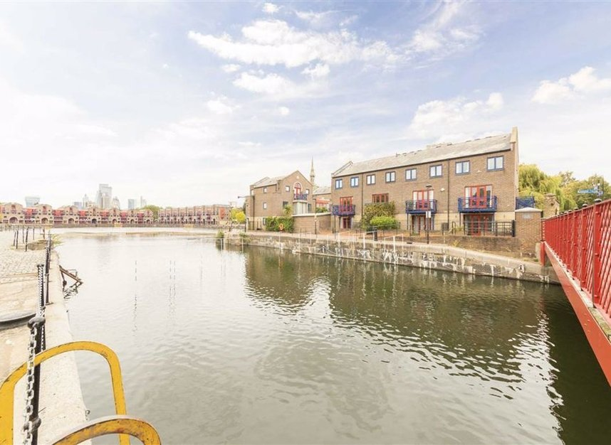 Properties for sale in Peartree Lane - E1W 3SR view1