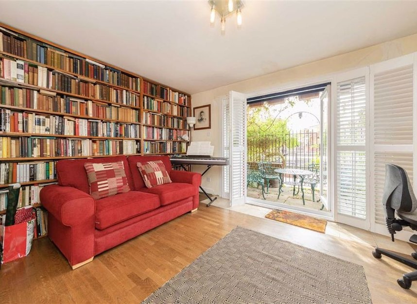 Properties for sale in Peartree Lane - E1W 3SR view6