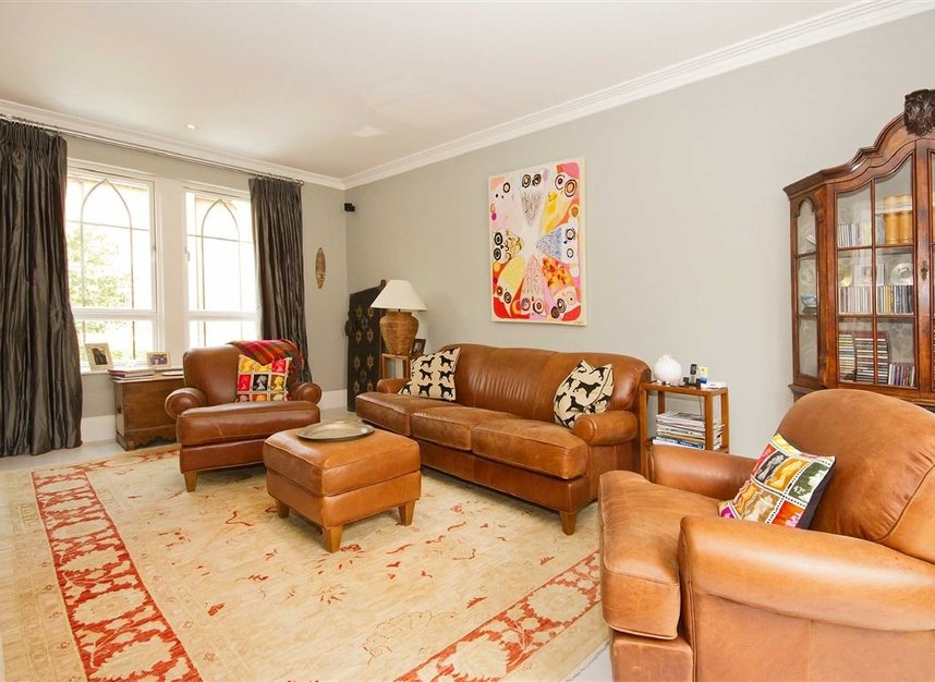 Properties for sale in Pomeroy Close - TW1 1QB view4