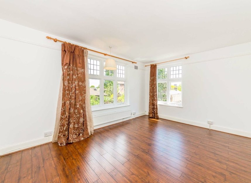 Properties sold in Portsmouth Road - KT6 4HG view7