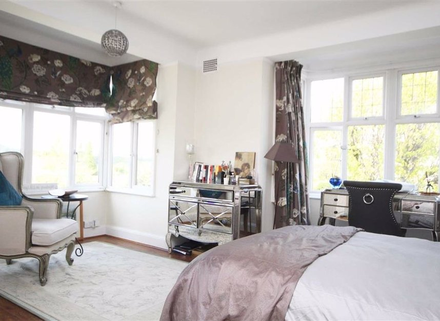 Properties for sale in Portsmouth Road - KT6 4EY view4