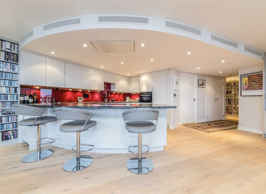 Properties for sale in Queenstown Road - SW11 8NW view6