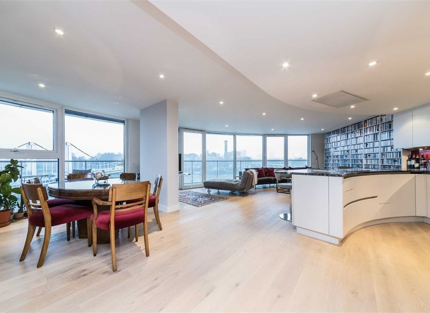 Properties for sale in Queenstown Road - SW11 8NW view2