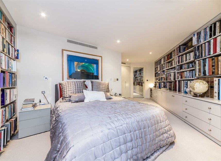 Properties for sale in Queenstown Road - SW11 8NW view7