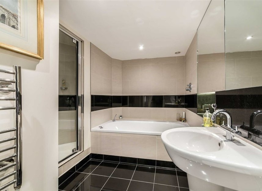 Properties for sale in Queenstown Road - SW11 8NW view9