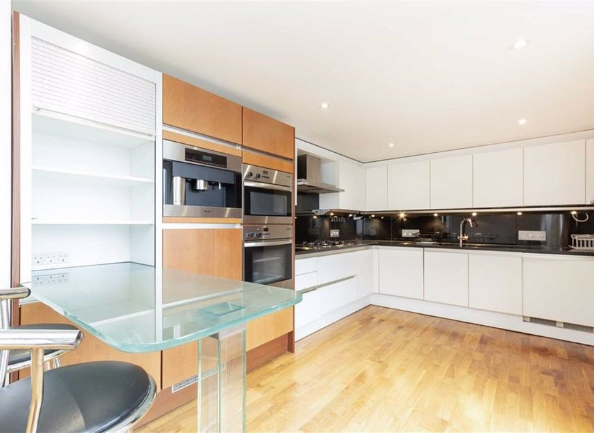 Properties for sale in Shad Thames - SE1 2YE view4