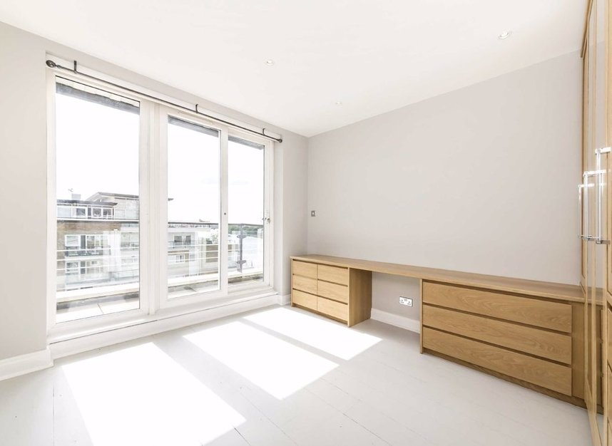 Properties for sale in Smugglers Way - SW18 1DG view6