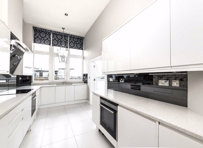 Properties for sale in Smugglers Way - SW18 1DG view4