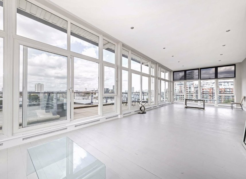 Properties for sale in Smugglers Way - SW18 1DG view2