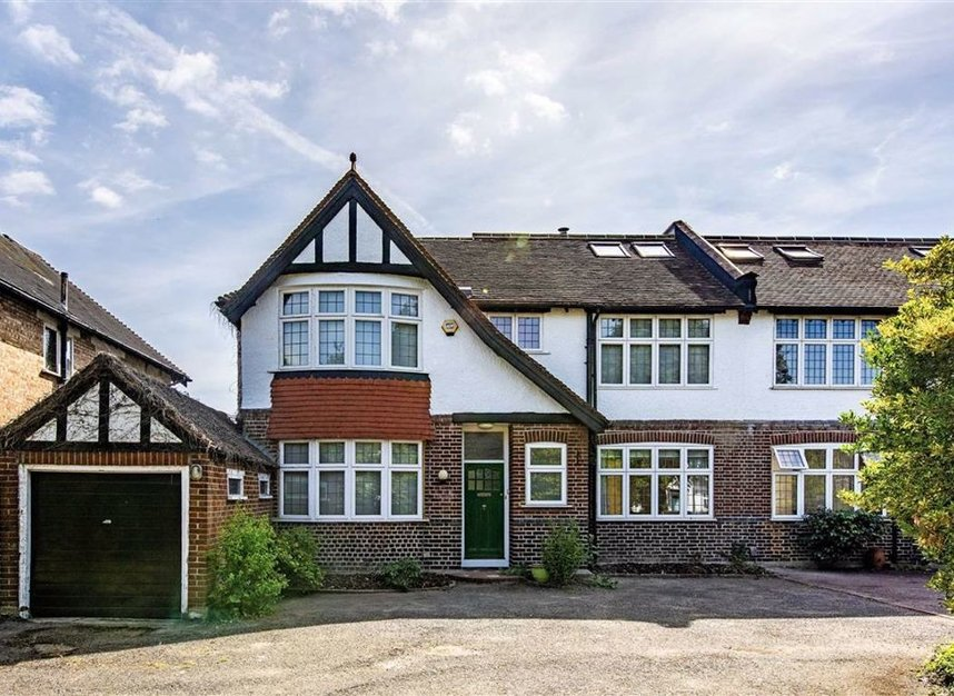 Properties for sale in Strawberry Vale - TW1 4RX view2
