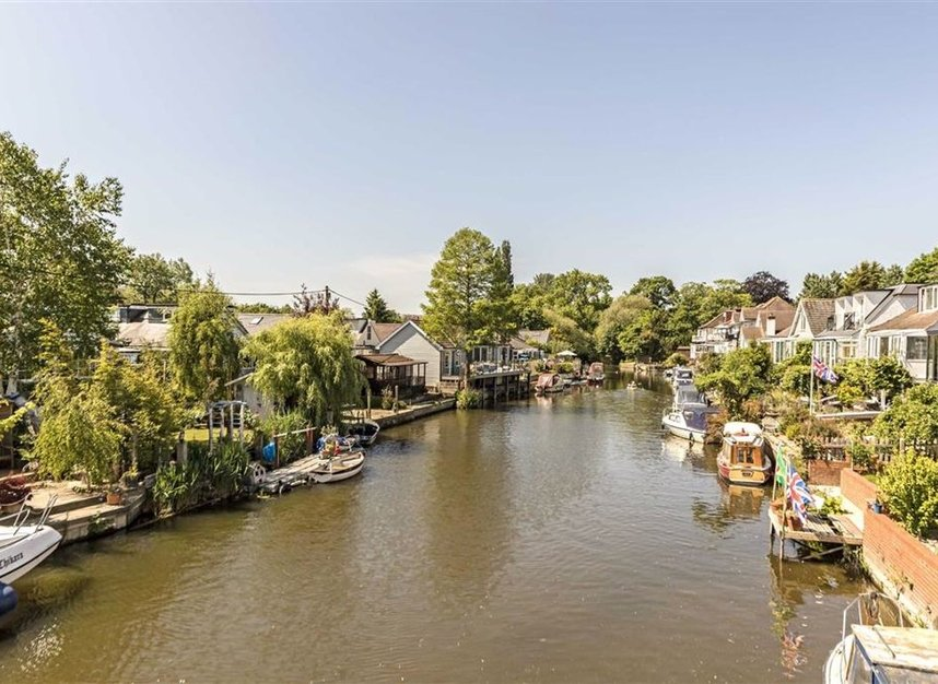 Properties for sale in Sunbury Court Island - TW16 5PP view1