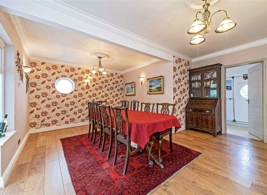 Properties for sale in Temple Gardens - TW18 3NQ view6